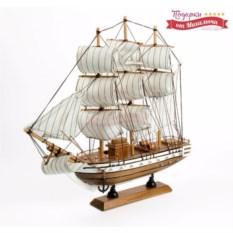 Светлая модель корабля