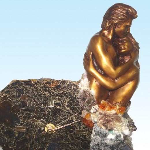 Часы-статуэтка Объятия