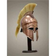 Троянский медный шлем со светлым плюмажем