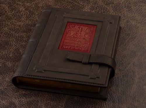 Подарочный ежедневник GukFactory (коричневый, красный; тип 1; нат. кожа)