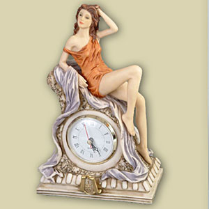 Часы настольные «Девушка с часами»
