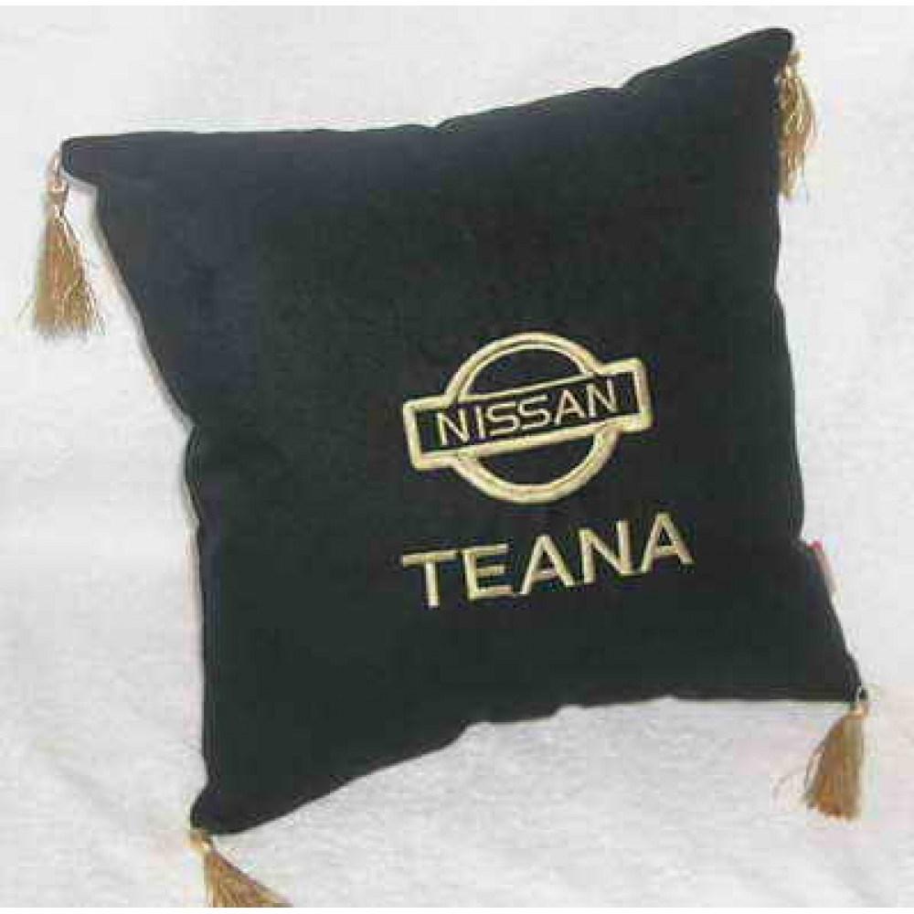 Черная подушка с золотой вышивкой и кистями Nissan teana