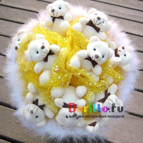 Букет из игрушек  Деловой медведь
