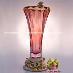 Ваза для цветов из розового хрусталя.