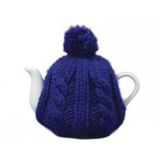 Фарфоровый чайник на 750 мл в синей вязаной шапочке