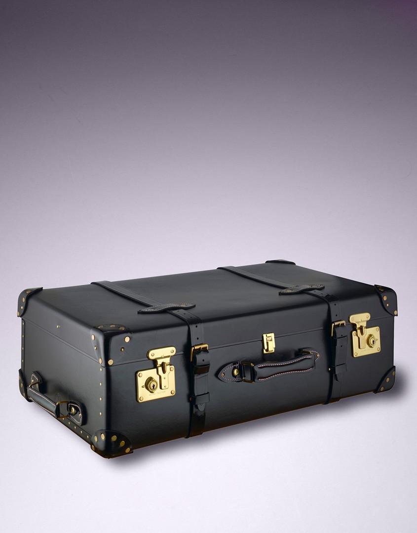 Черный чемодан AP
