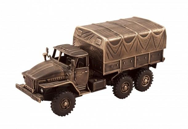 Модель армейского грузовика УРАЛ