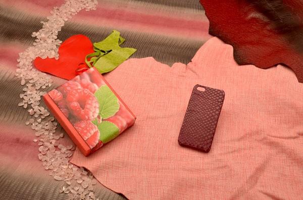 Кожаный чехол для iPhone 5/5S «Малиновый закат» (питон)