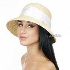 Широкополая бежевая пляжная шляпа с белой атласной лентой