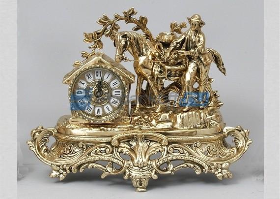 Часы из бронзы Охотник с трофеями