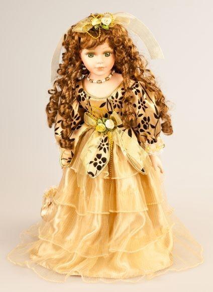Кукла фарфоровая Лара