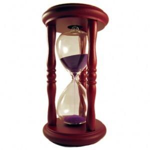 Песочные часы из темного дерева (5 мин.)