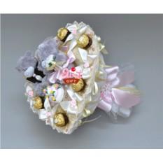 Букет из мягких игрушек и конфет Свадебный тортик