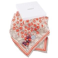 Женский подарочный набор: брелок и шелковый шарф
