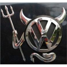Наклейка на эмблему авто Чертик