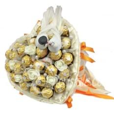 Сердце Золотая свадьба из конфет на свадьбу