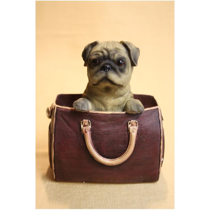Статуэтка собаки «Мопс» в сумке