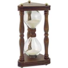 Песочные часы в деревянной основе