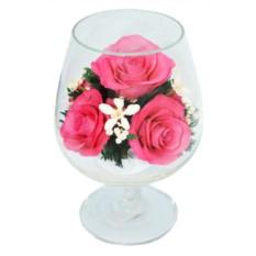 Букет-композиция из натуральных розовых роз в стекле