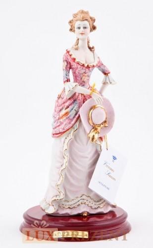 Фарфоровая статуэтка ''Леди со шляпой''