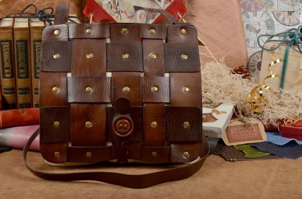 Бежево-коричневая кожаная сумка из коллекции QZ