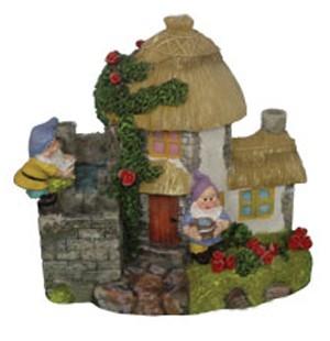 Фонтан Деревянный домик с вьюном и двумя гномами