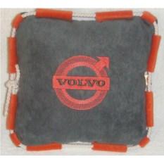 Темно-серая подушка со шнуром и оранжевой вышивкой Volvo