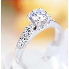 Кольцо с цирконием и кристаллами Предложение