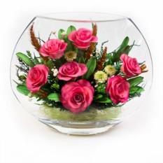 Композиция из розовых роз в стекле