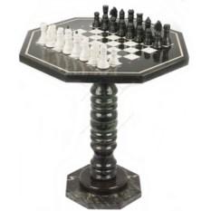 Мраморный шахматный стол с каменными фигурами