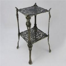 Квадратный столик из латуни