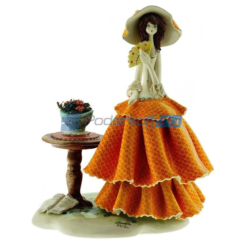 Статуэтка из фарфора Дама с веером