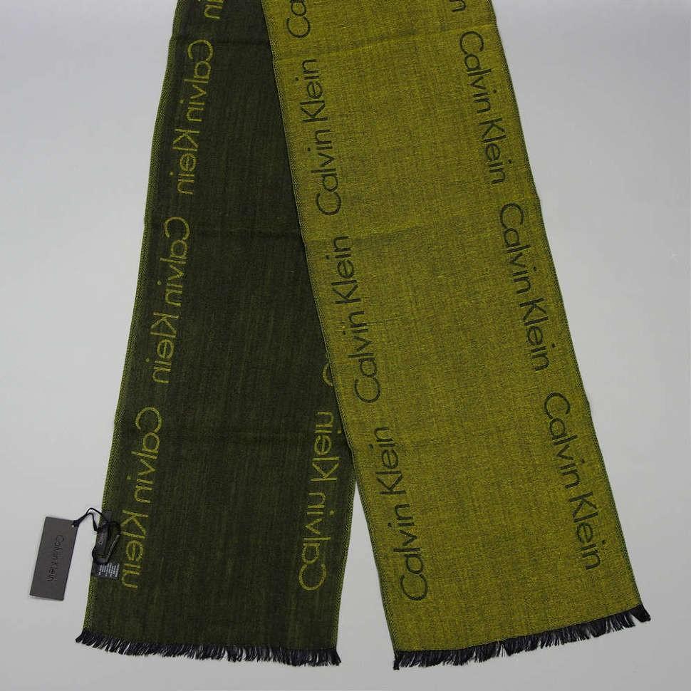 Зимний мужской шарф болотного цвета Calvin Klein