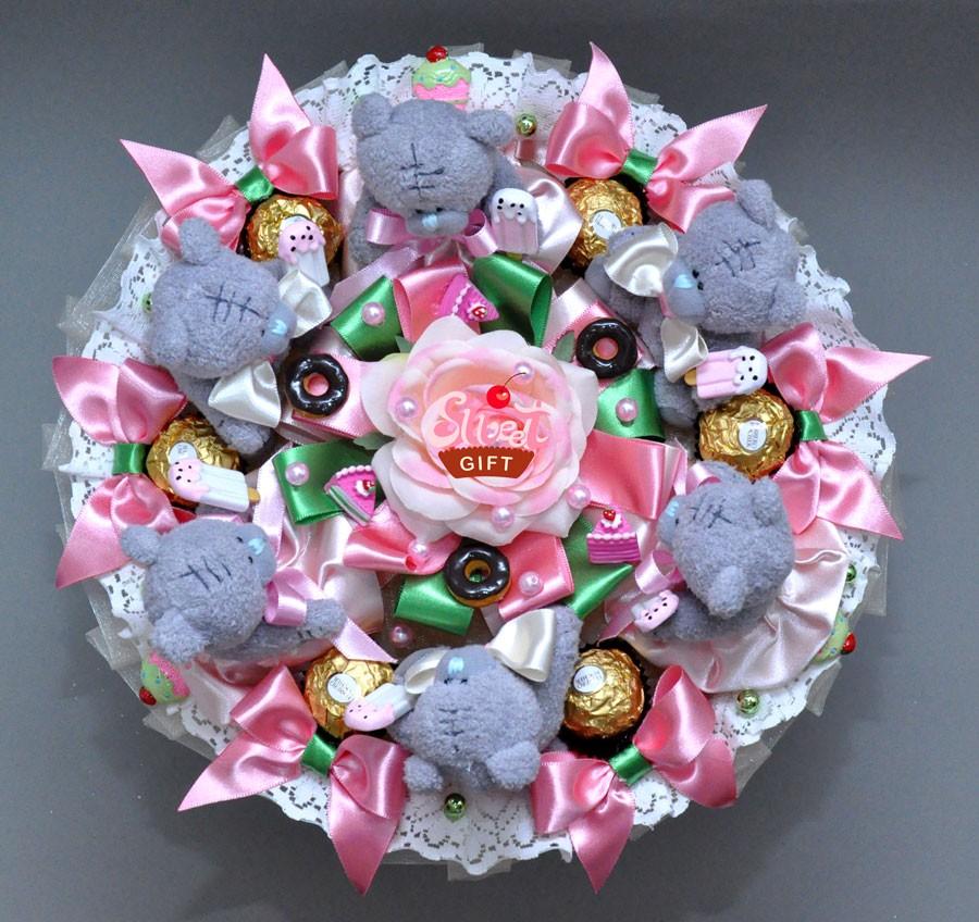 Букет из конфет и мягких игрушек С днем рождения