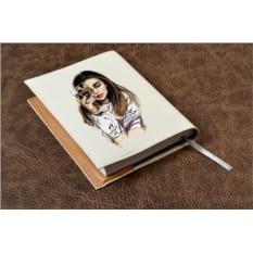 Белый кожаный ежедневник Девушка с бокалом