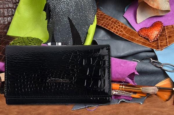 Черный кожаный портмоне