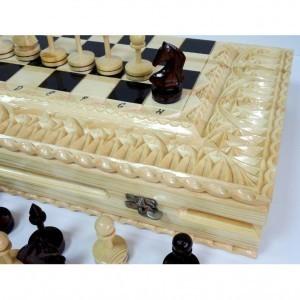 Деревянные шахматы в резном ларце