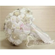 Белый букет невесты из лент и брошей