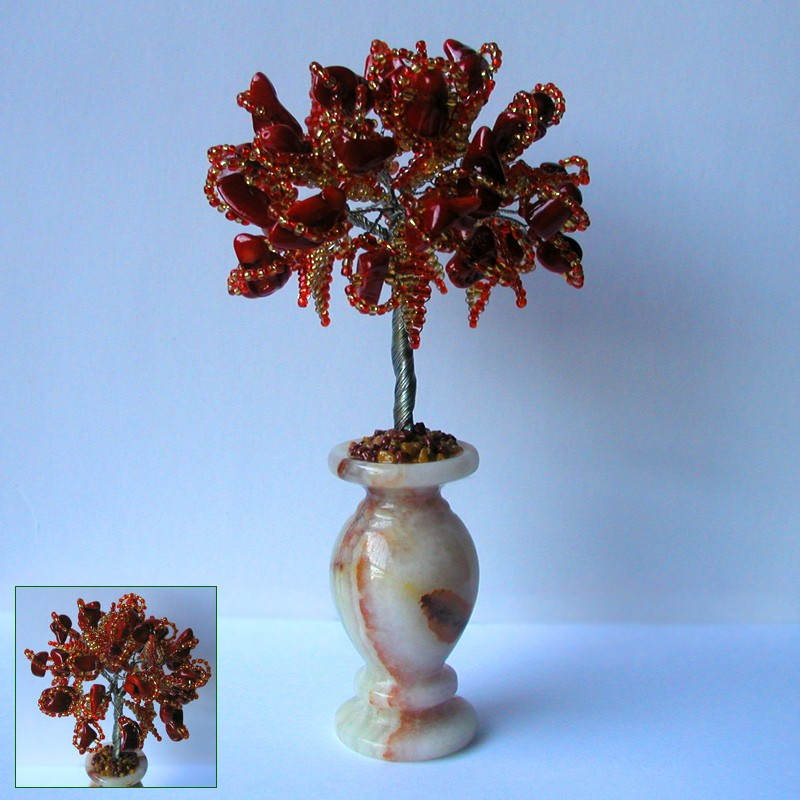 Дерево счастья из красного коралла в вазочке из оникса