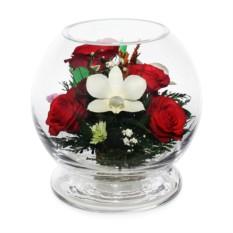 Цветочная композиция из натуральных роз и орхидей