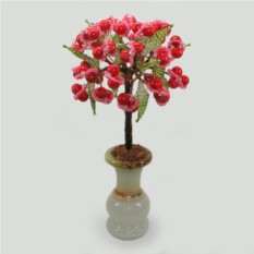 Жизнерадостное дерево из коралла в вазочке из оникса