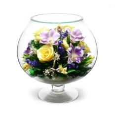 Подарочная композиция из натуральных роз и орхидей