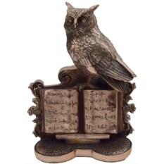 Статуэтка Сова на старинной книге