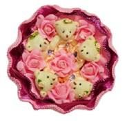 Букет из игрушек Маленькие мишки с розовыми розами