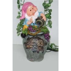 Декоративный фонтан Гномик на кувшине с виноградом