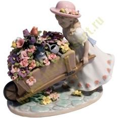 Фигурка Девочка с цветами