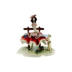 Статуэтка из фарфора Дама, сидящая на скамейке с собачкой