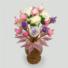 Цветок из сиреневого и розового агата в вазочке из оникса