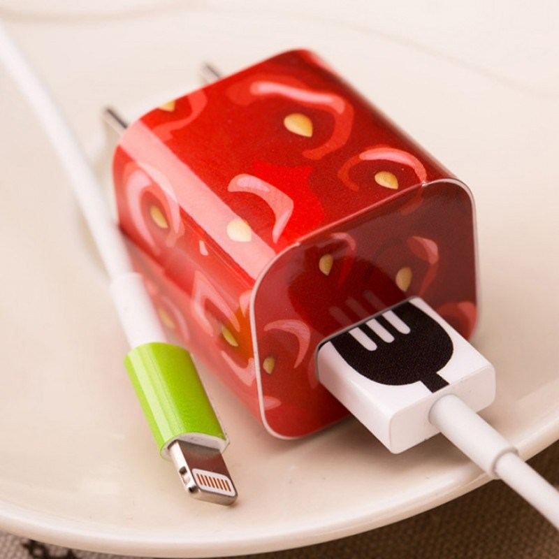 Наклейка для зарядного устройства Apple Клубника