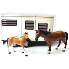Игровой набор Tomy Прицеп для перевозки лошадок и 2 лошади